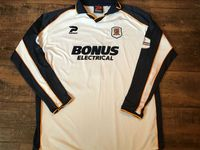Global Classic Football Shirts | 2002 Hull City Vintage Old Soccer Jerseys